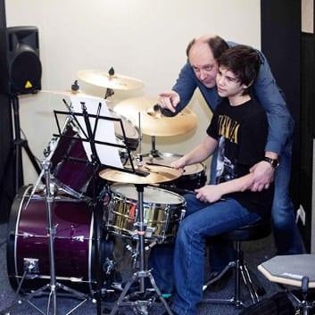 Фото: Уроки игры на барабанах Москва