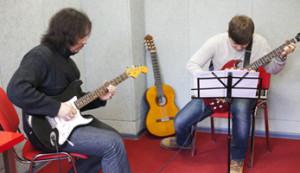 Фото: Уроки игры на гитаре в Москве