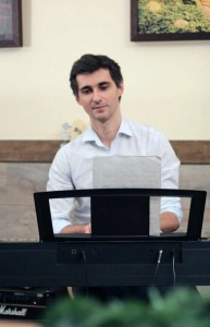 Фото: Обучение игре на фортепиано взрослых