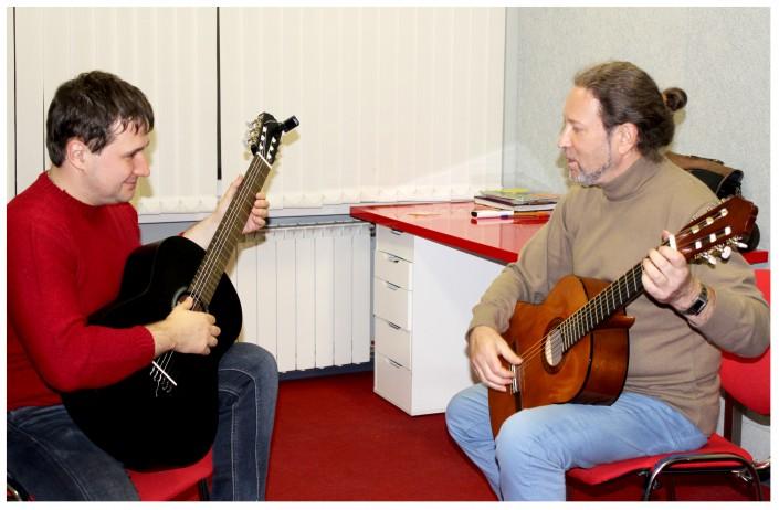 Фото: Обучение игре на гитаре