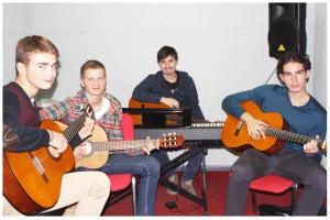Фото: Школа игры на гитаре